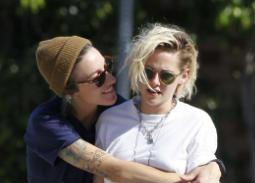 في عام 2015 بدأ جمهور ستيوارت بالتكهن أنها تواعد صديقتها المقربة أليسيا كارجيل