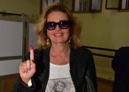 بالصور- يسرا تشارك في الاستفتاء على التعديلات الدستورية