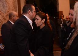 نجوم الفن والإعلام في عزاء والدة  هشام عباس