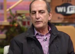بالفيديو- هشام سليم: والدي صالح سليم كان يضربني لهذا السبب