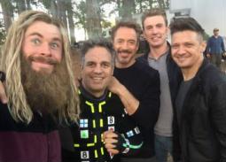 """بعد رفع الحظر عن Avengers: Endgame- أبطال الفيلم يكشفون عن كواليس التصوير.. رقص """"ثور"""" ورسالة لسكارليت جوهانسون"""