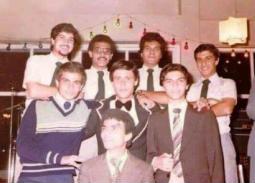 """""""حكاية 1""""- تعرف على تاريخ فرقة (الديفلز) التي بدأ منها عمرو دياب في بورسعيد.. حلم المشاركة"""