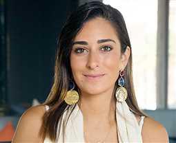 """صورة- أمينة خليل بـ New look على بوستر """"لص بغداد"""""""