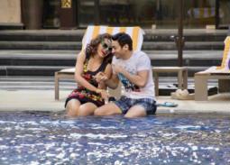"""بالصور- حمادة هلال وسوزان نجم الدين على حمام السباحة في """"ابن أصول"""""""