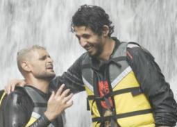 """بالفيديو والصور- طول قامة أحمد حجازي كاد أن يفسد مقلب """"رامز في الشلال"""""""