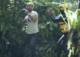 """بالفيديو- رامز جلال ينقذ نفسه قبل صخرة وليد سليمان بـ""""رامز في الشلال"""""""