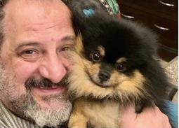"""نشر خالد الصاوي صورته مع كلبه وكتب ليصفه بـ""""الحبوب"""""""