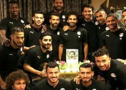 الاحتفال بعيد ميلاد محمد صلاح في معسكر المنتخب
