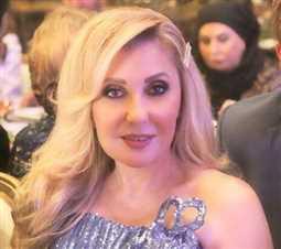 صورة- نادية الجندي في عزاء والدة يسرا