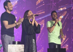 """بالفيديو- محمد حماقي يكشف عن سبب تواجد أنغام بين حضور حفله في """"درة العروس"""""""