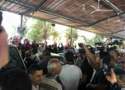 خاص- سبب انفعال حسام الحسيني خلال جنازة فاروق الفيشاوي