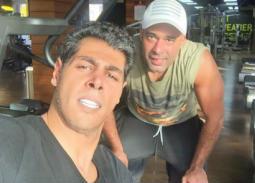 """صورة- عمر متولي وهيثم أحمد زكي يمارسان الرياضة معا في""""الجيم"""""""