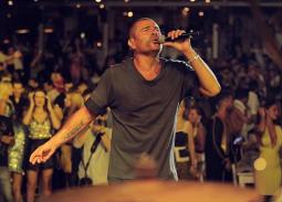 عمرو دياب في حفل بجزيرة ميكونوس اليونانية