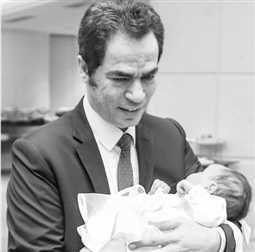 بحضور والد محمد صلاح ..الإعلامي أحمد المسلماني يحتفل بمولودته الأولى
