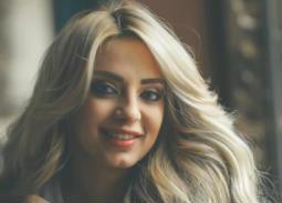 فيديو- من المدرج... مي حلمي تشجع الأهلي في مباراة السوبر المصري
