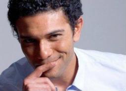 """آسر ياسين يطلق مبادرة """"يلا نكمل بعض"""""""
