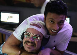 """صورة- محمد عبد الرحمن وأحمد خالد موسى في كواليس """"لص بغداد"""""""