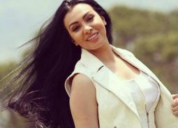 بالفيديو- ميرهان حسين تحتفل بعيد ميلادها في جو أسري