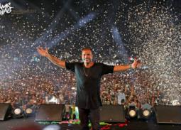 عمرو دياب للجمهور: هو إحنا هنتعذب دنيا وأخرة !