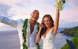 دواين جونسون يتزوج من صديقته بعدما انجبت طفلته الثانية في هاواي