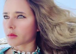 """بالصور- نيللي كريم ترتدي مجوهرات """"الفيل الأزرق"""""""