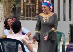 """بالفيديو- رقصة عارفة عبد الرسول في كواليس """"حواديت الشانزليزيه"""""""