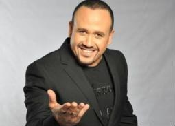 """طرح ألبوم هشام عباس """"عامل ضجة"""" على """"فودافون"""""""