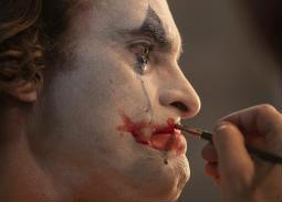 النقاد يصفون فيلم Joker: مخيف ومأساوي ومثير للقلق .. هل تفوق واكين فينيكس على هيث ليدجر؟