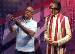 خاص- أشرف عبد الباقي يكشف حقيقة صورته مع أميتاب باتشان