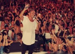 """بالفيديو- رقص وتفاعل الجمهور مع عمرو دياب على أنغام """"يوم تلات"""""""