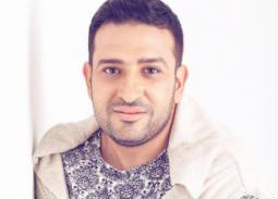 صورة- تامر حسين يؤدي العمرة لوالده