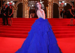 تعرف على سارة التونسي صاحبة الفستان الأزرق في افتتاح الجونة 2019