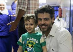 بالصور: طارق صبري يزور المعهد القومي للأورام بعد حادث التفجير