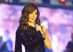 نانسي عجرم بفستان أسود أنيق في حفلها في مصر