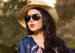 بالفيديو- تمزق فستان إعلامية كويتية... والجمهور يسخر منها
