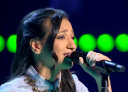 بالفيديو - نورهان المرشدي متسابقة The Voice بالحجاب قبل اشتراكها بالبرنامج