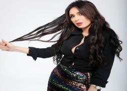 """بالفيديو- دينا ترقص على """"عايم في بحر الغدر"""" في سهرة ختام القاهرة السينمائي"""