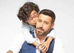 """فيديو- مزاح أحمد السعدني والطفل آدم في كواليس """"شبر ميه"""""""