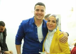 """بالصور- ابن منى عبد الغني يفاجئها بمناسبة عيد ميلادها في كواليس """"الستات مايعرفوش يكدبوا"""""""