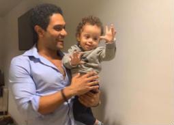 صورة- هكذا يدعم آسر ياسين أطفال متلازمة داون