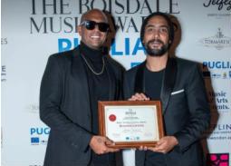 شارموفرز تستحوذ على جائزة Boisdale Music البريطانية كأفضل فرقة غنائية على مستوى العالم