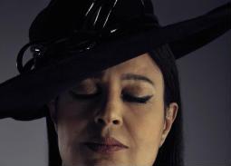 فيديو- بسبب كورونا... فيفي عبده تظهر بالحجاب
