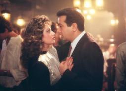 """في عيد الحب.. ليلى علوي تستعيد ذكريتها مع نور الشريف بـ""""كل هذا الحب"""""""