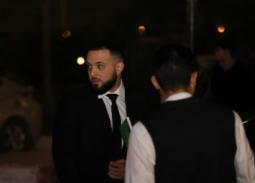 بالصور- رامي عز الدين يتقبل عزاء أخيه هيثم زكي