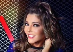 سميرة سعيد تواصل إطلالتها الشبابية في The Voice.. مادونا سبقتها في ارتداء نفس الفستان