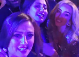 فيديو- رقص حلا شيحة وهنا الزاهد وبشرى في حفل عمرو دياب