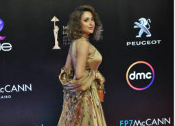 قصة فستان روزالين البيه في ختام مهرجان القاهرة