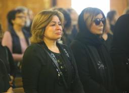 فيديو- بكاء إلهام شاهين في جنازة سمير سيف