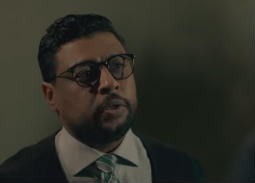 """شاهد- محمد جمعة يفاجئ الجمهور من جديد ويغني """"حياتي مش تمام"""""""
