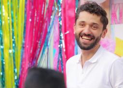صورة- بالأبيض والأسود... كريم محمود عبد العزيز يحتفل بعيد ميلاد زوجته